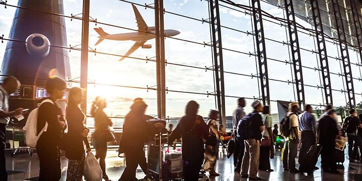 Ludzie na lotnisku